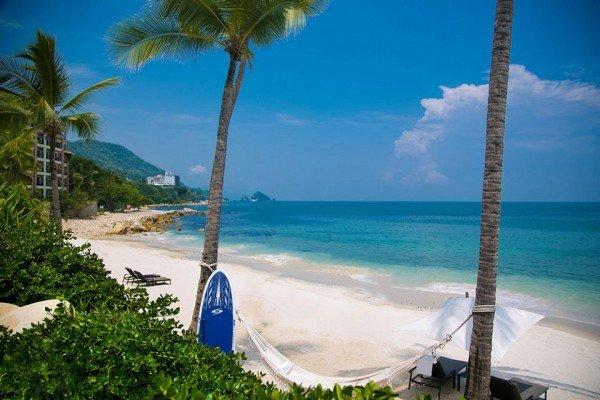 beachfront-resort-puerto-vallarta-w1144h640