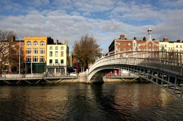 ireland-dublin-hapenny-bridge2-jpg-gate-1