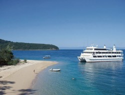 travel 2 great barrier reef cruise australia