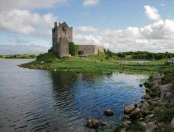 dunguaire-castle-galway ireland gate 1